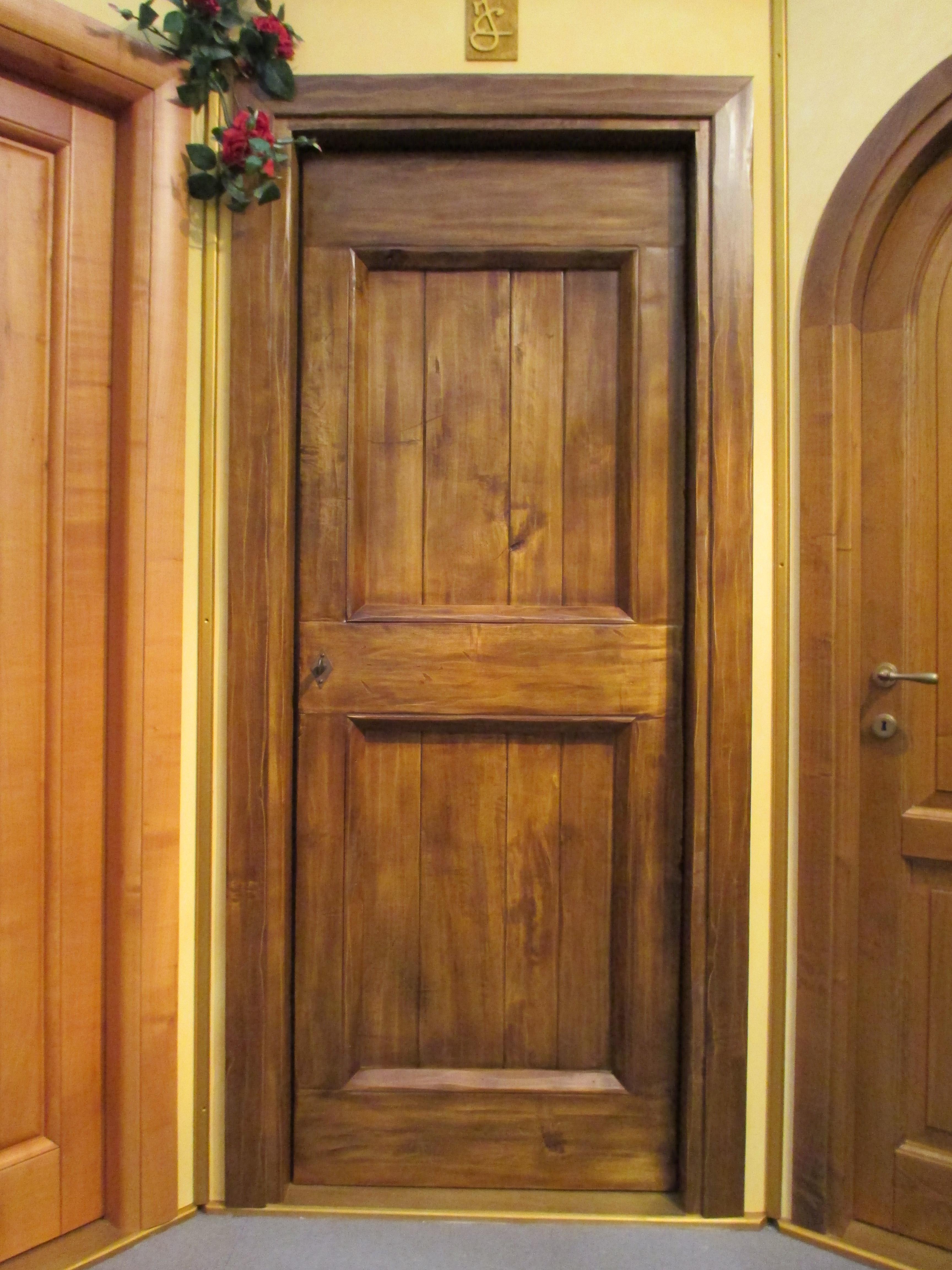 Mod. CASALE in legno di pioppo anticata con spiallettatura e patina
